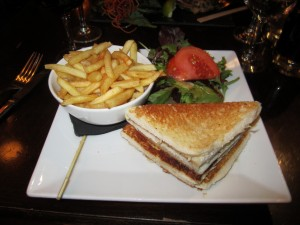 Relais' chicken sandwich with dijon & French Fries