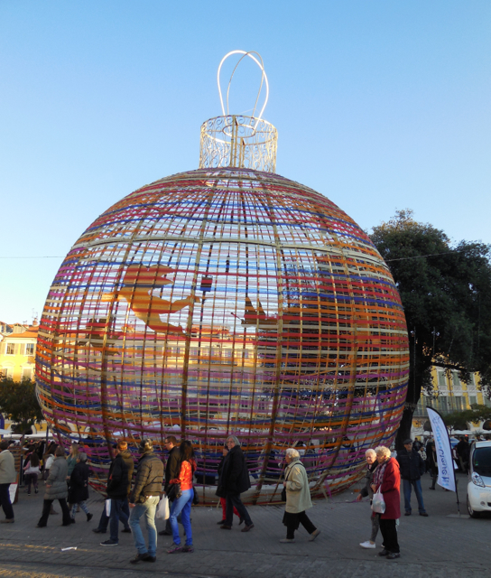 Giant ornament sculpture in Grimaldi Square