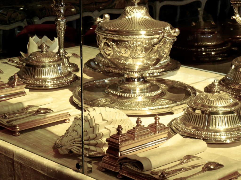 versailles table setting