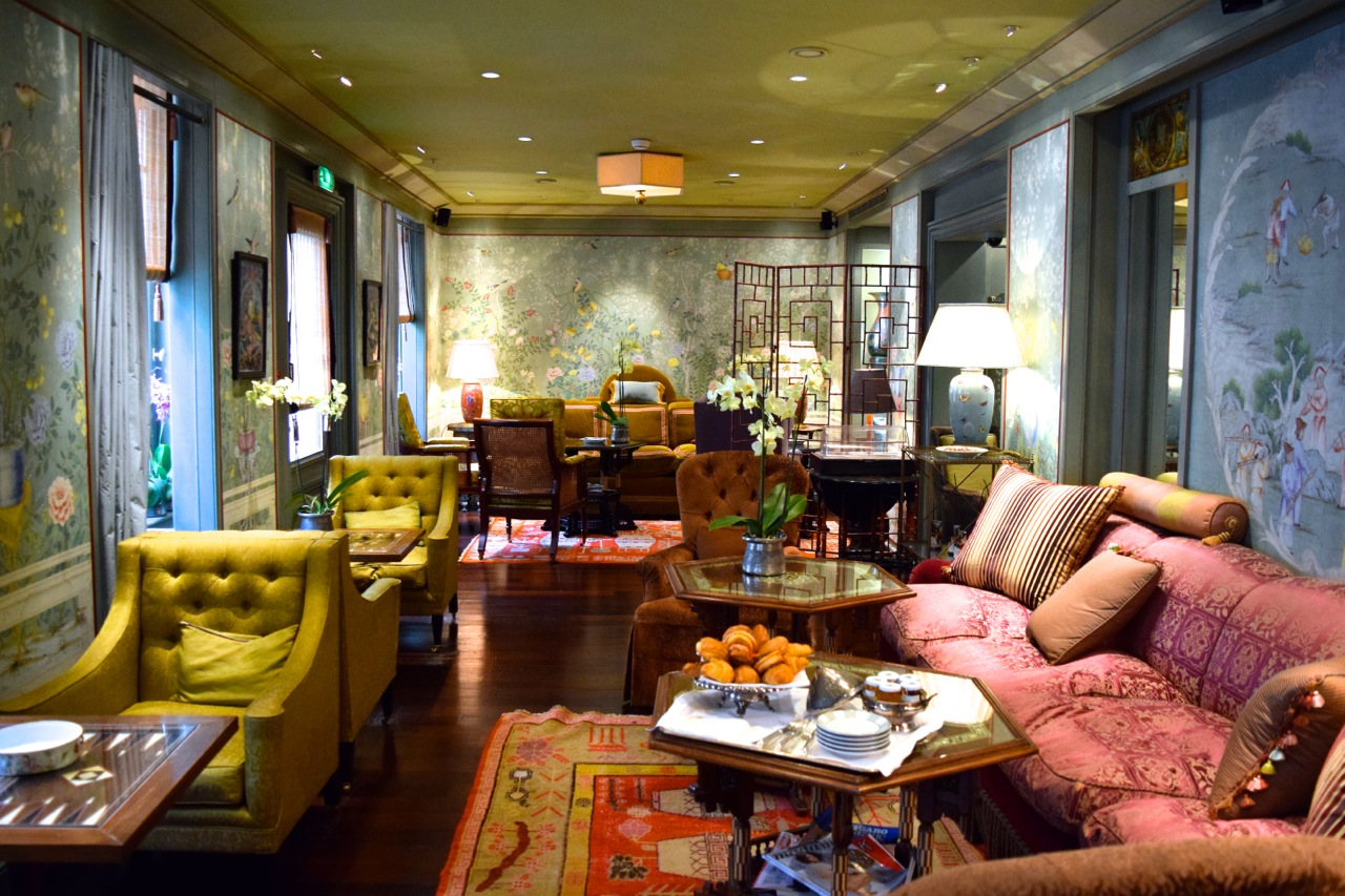 hotel daniel sitting room