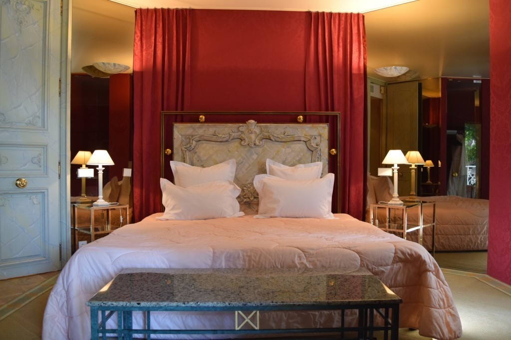 Stately room at Le Lion d'Or