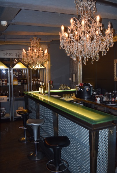 Le bar serves the finest vintage champagnes and wines